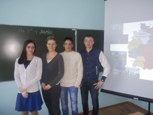 Немецкий стажер-практикант Элена Рекк проводит занятие со студентами по теме «Страны изучаемого языка»