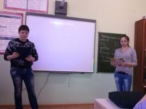 Студенты 13С группы читают стихотворение на французском языке